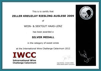 Silber Medaille                               für Zeller Kreuzlay Riesling Auslese 2009